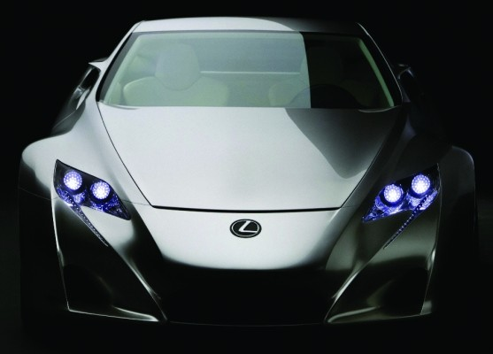 Lexus startet mit LF-A-Vorserienfahrzeugen beim 24-Stunden-Rennen