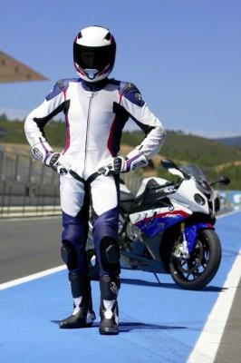 BMW präsentiert neue Motorradkleidung für 2010