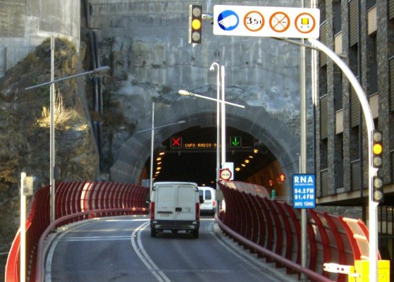 Stau im Tunnel: Fenster zu und Umluft einschalten