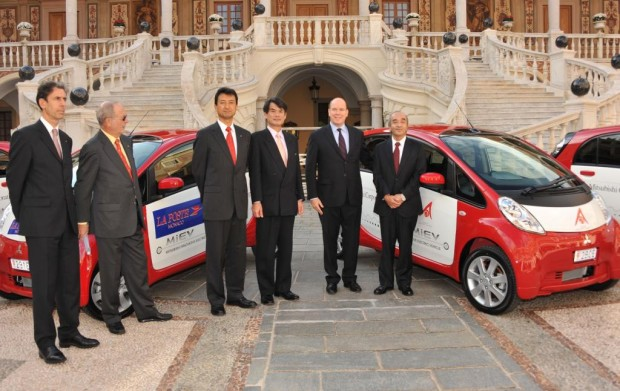Vier Mitsubishi i-MiEV für Monaco