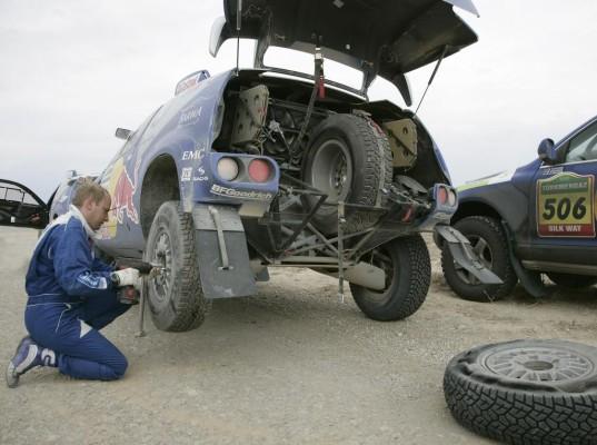 """Reifenwechsel bei der """"Dakar"""": Es geht um jede Sekunde"""