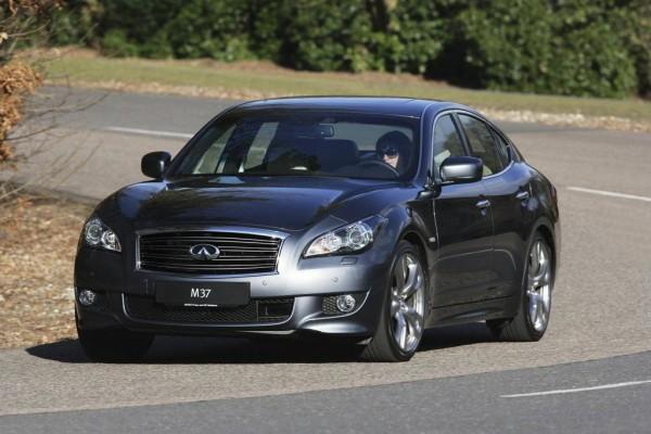 Infiniti plant Einstiegsmodell auf Basis der Mercedes A- und B-Klasse