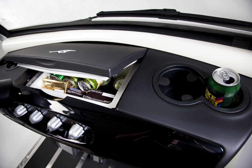 Kühlschrank Im Auto : Kühlschrank im auto: rewe abholservice füllt kühlschrank und auto u