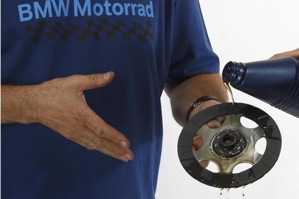 Motorrad: Neue Trockenkupplung verträgt auch Öl