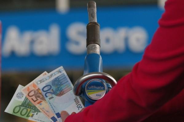 Regierung prüft Regulierung des Benzinpreises