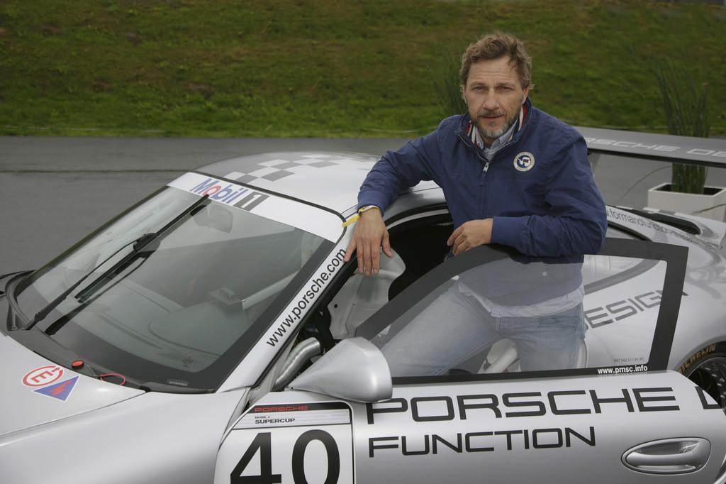 Richy Müller zu Gast bei Porsche auf dem Nürburgring.