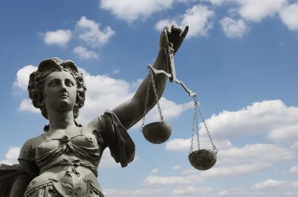 Urteil: HUK-Coburg darf Kunden Anwalt empfehlen