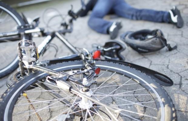 Urteil: Beim Fahrradschieben kein Helm nötig