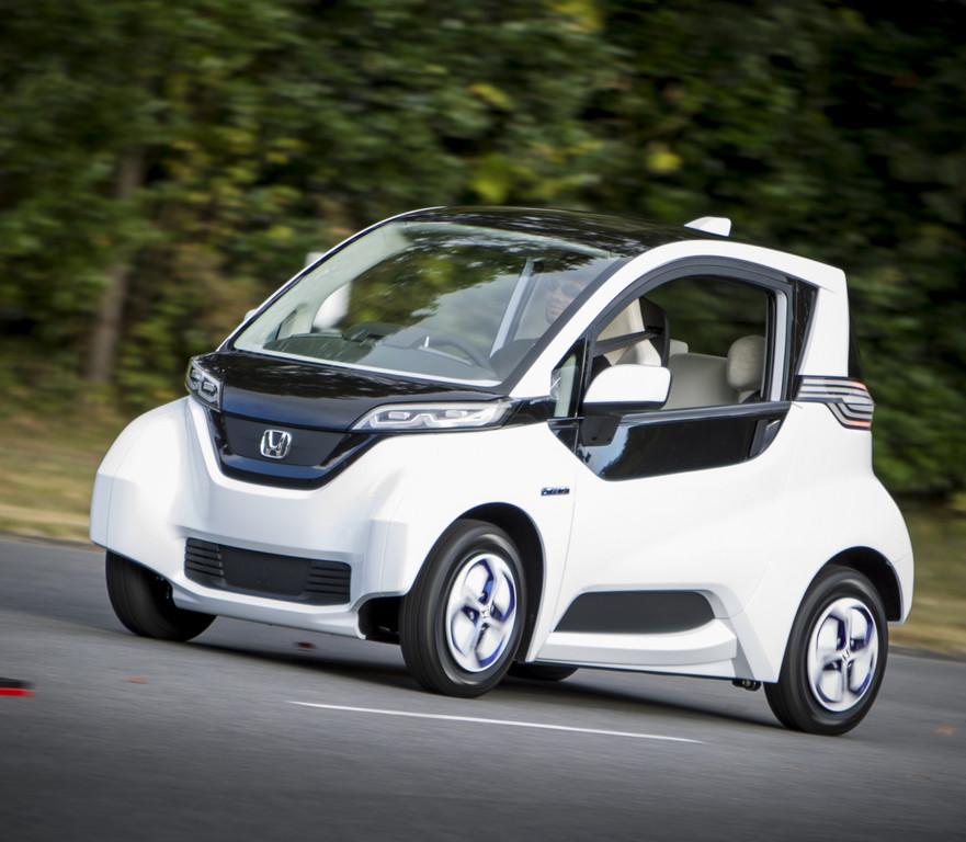 Kleines Elektroauto Auf Dem Jahrmarkt