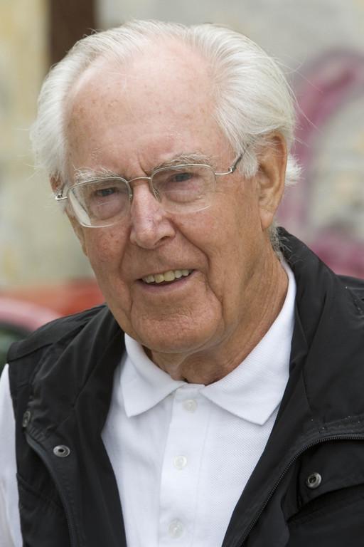 Porsche gratuliert Peter Falk zum runden Geburtstag