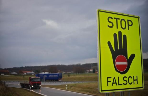 Geisterfahrer: Bei Stress und Dunkelheit auf die falsche Seite