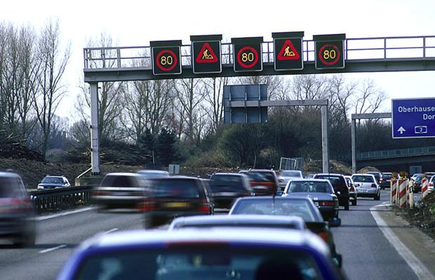Bußgeld-Schraube dreht sich weiter: Verkehrsexperte spricht von Abzocke