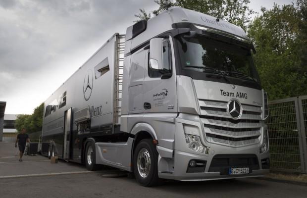 DTM-Team mit sechs Mercedes-Benz Actros auf dem Weg nach Moskau