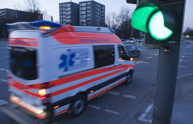 Geteilte Haftung bei Unfall zwischen Pkw und Krankenwagen