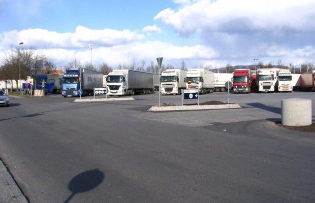 Lkw-Parkplatzsuche mit VDO App TruckYa