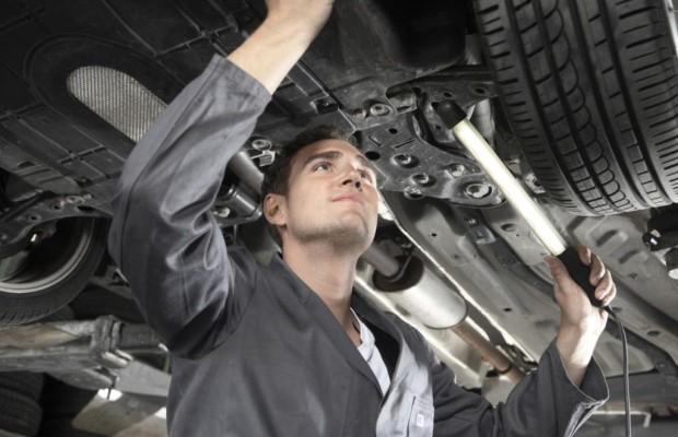 Recht: Sachverständiger für Unfallauto - Versicherung muss Gutachten auch bei Bagatellschäden zahlen
