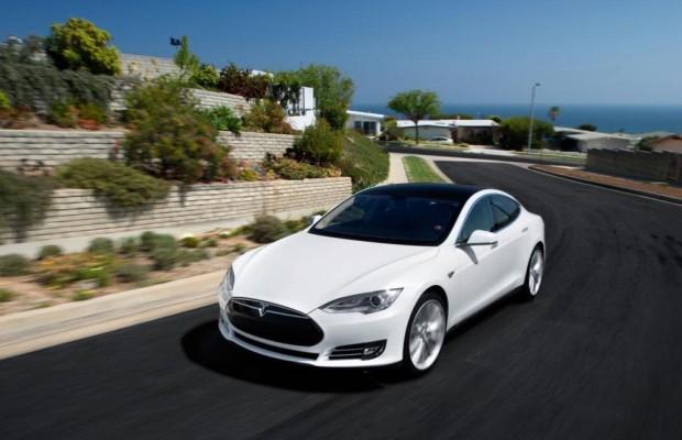 Brennende Tesla Model S - Schutzschild gegen die Feuergefahr