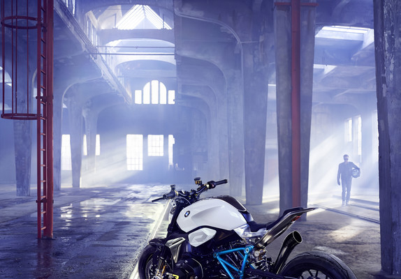 BMW zeigt am Comer See die Concept Roadster