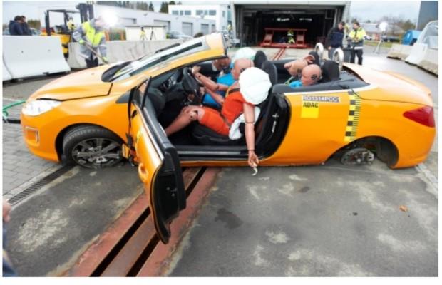 Cabrios im Überschlagtest - Kopf einziehen hilft nicht