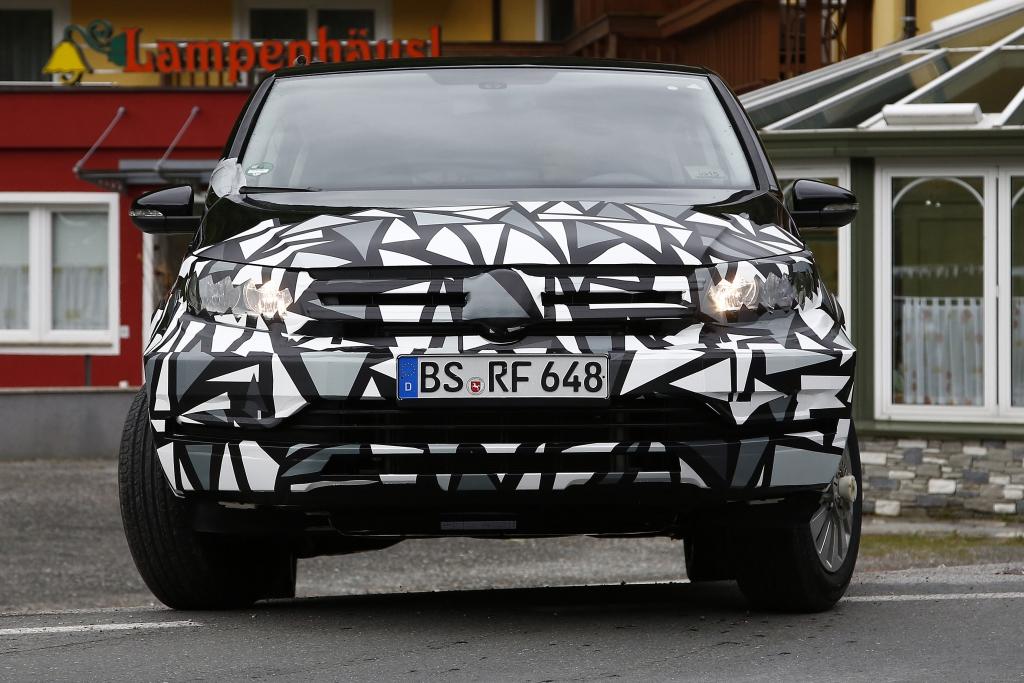 Gut getarnt - Der Skoda Roomster im Gewand des noch aktuellen VW Touran
