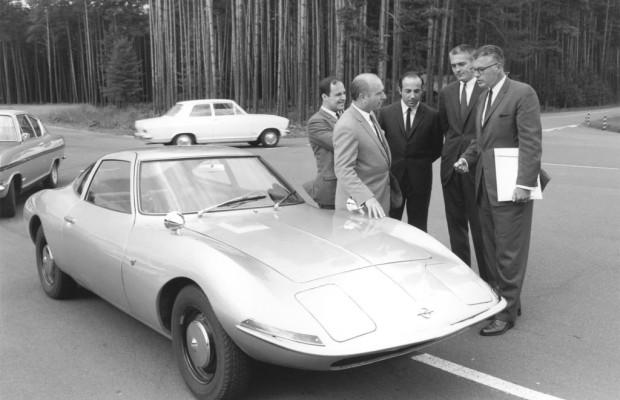 Opel nimmt für sich in Anspruch, mit dem Experimental GT das erste Konzeptfahrzeug eines europäischen Herstellers auf einer Messe präsentiert zu haben