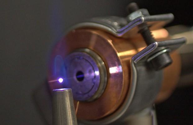 Laser-Zündkerze für saubere Autos
