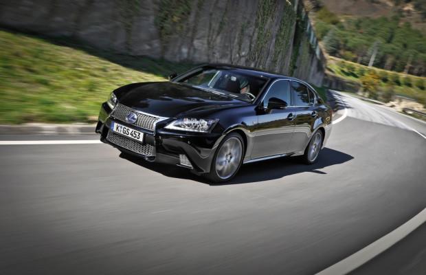 Lexus GS 450h gewinnt Duell