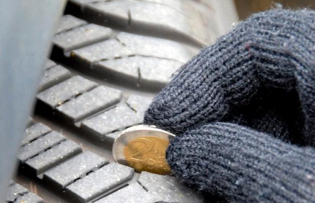 Reifentest - Ab drei Millimetern wird es kritisch