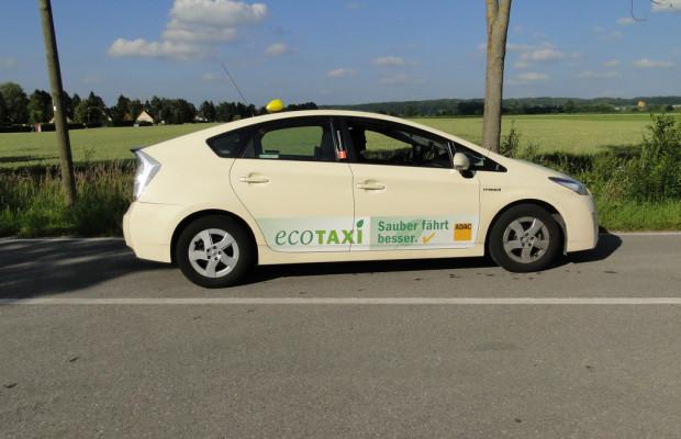 Tausendstes Toyota-Hybrid-Taxi in Berlin zugelassen