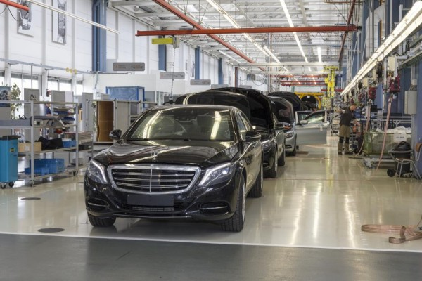 Panorama: Mercedes Guard - S-Klasse in der Schusslinie