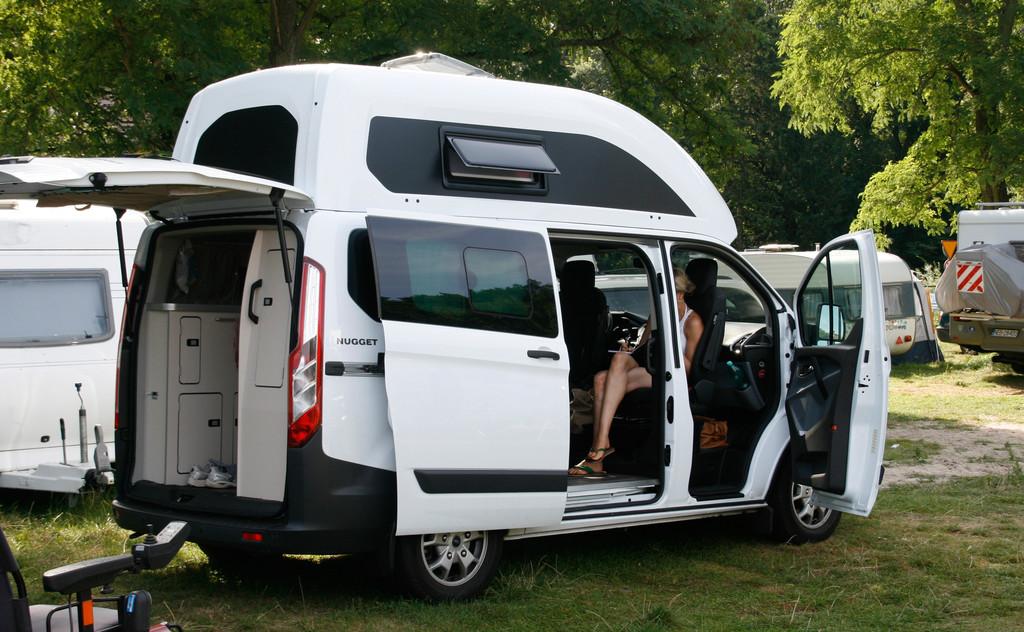 verreisen mit dem ford nugget goldst ck f r camping. Black Bedroom Furniture Sets. Home Design Ideas