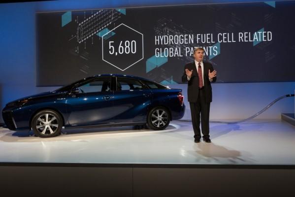 CES 2015: Toyota lässt Konkurrenz an Patenten teilhaben