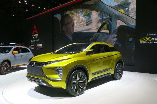 Auf dem Genfer Automobilsalon 2016 feiert das Mitsubishi eX-Concept seine Europa-Premiere, die Vision eines Kompakt-SUV mit einer Hochleistungs-Batterie der nächsten Generation.