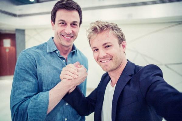 Nico Rosberg (rechts) und Toto Wolf