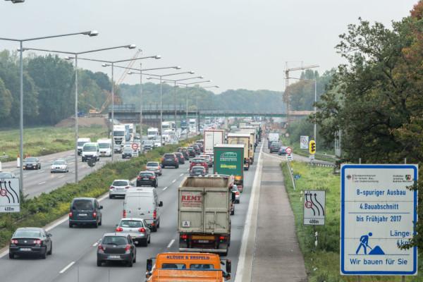 Stau auf Autobahn; A3; Autobahnkreuz Leverkusen; Leverkusen;