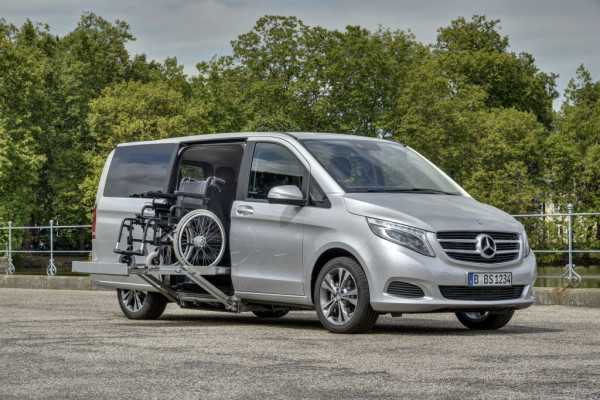 Mercedes-Benz mit Fahrhilfen ab Werk auf der REHACARE 2016