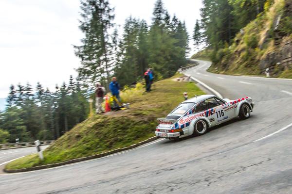 Auf Kletter-Tour: Der Porsche 911 SC bei seinem Comeback beim Berglauf von Rossfeld 2015.