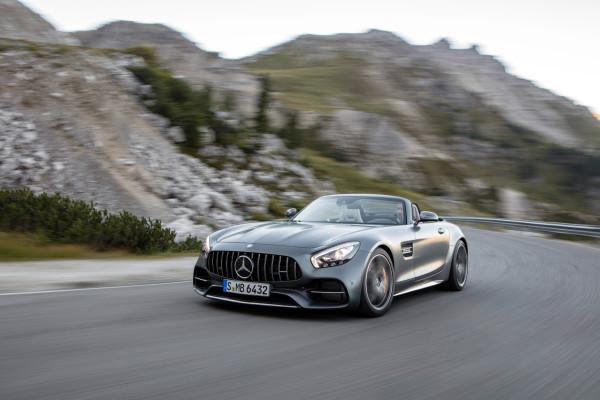 Der Mercedes-AMG GT liegt auch als Roadster gut im Wind. Seine Premiere feiert der Supersportwagen auf dem Pariser Automobilsalon.