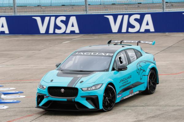 Ab Saison 2018/19 werden 20 Jaguar I-Pace eTrophy im Rahmen der weltweit ausgetragenen ePrix die neue Supportserie zur Formel E bilden.