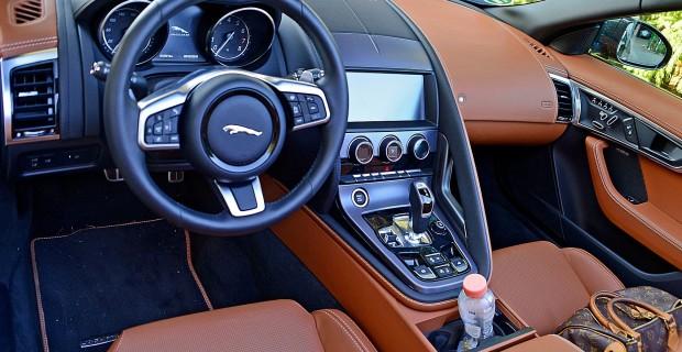 Britisch schick mit feinen Materialien: das Interieur des F-Pace Cabrio.